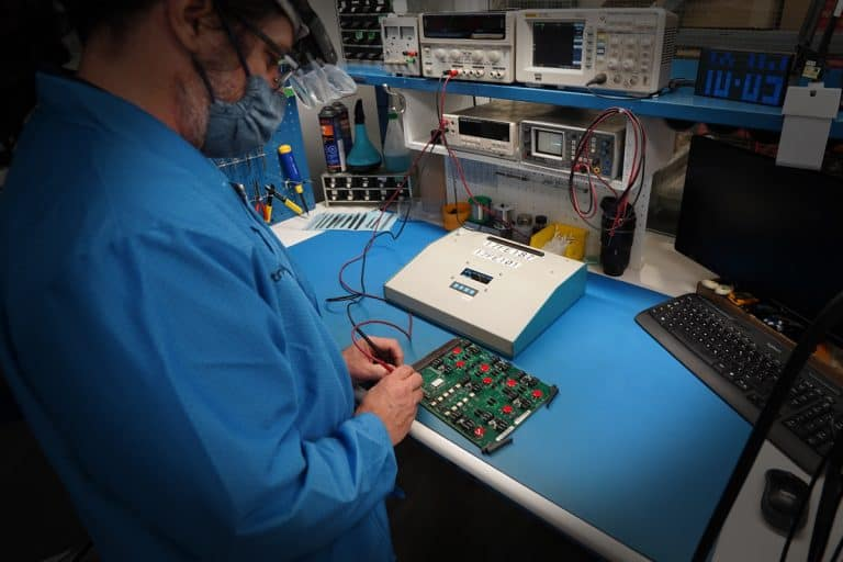Electro-Techno repairs obsolete electronic components of Keolis locomotives